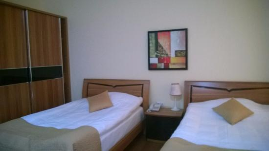 Shushi Grand Hotel: Twin bedroom