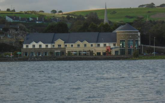 Rosscarbery, Irlanda: the hotel across the water