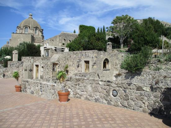 Continental Mare Hotel: Beautiful terracing at the Castello Aragonese d'Ischia.