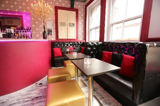 Village Soho : Cocktail Lounge