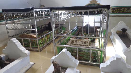 Makassar, Indonesia: Sheikh Yusuf resting place