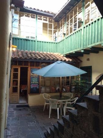 Hitchhikers Backpackers Cusco Hostel: Patio interior