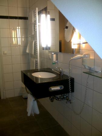 Astor & Aparthotel Köln: Bathroom