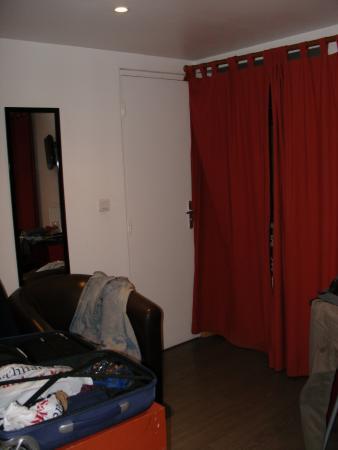 Victory Hotel Galou : Das Zimmer