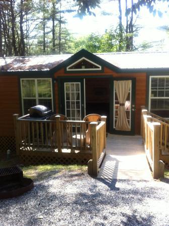 Quechee / Pine Valley KOA : cabin, woodchuck