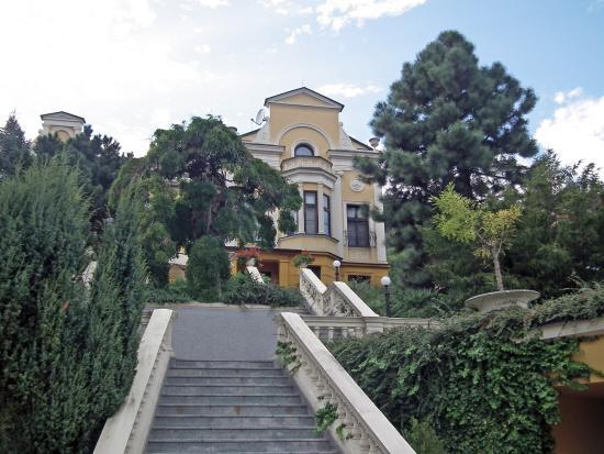 Parkhotel Brno: l'hôtel vu depuis le parking