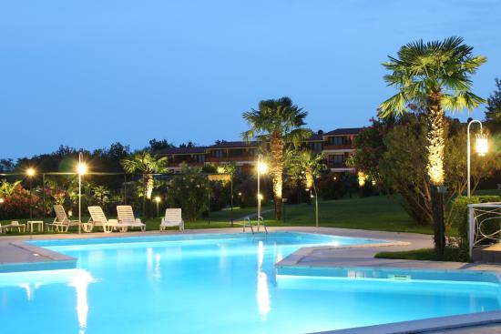 Residence Apparthotel San Sivino : an evening athmosphere on one of our swimming pools