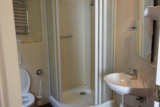 Hotel Man-Tess: バスルーム