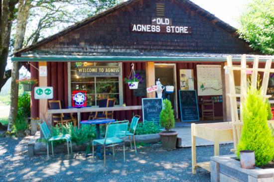 Agness, Oregon: The Agness Store...population small