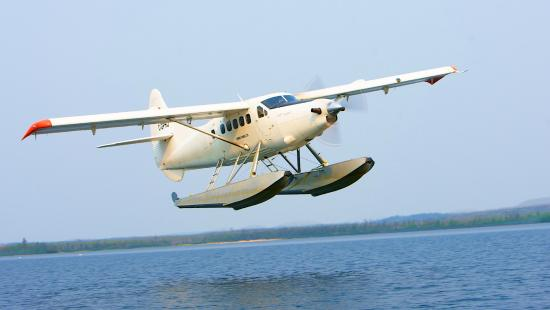 Hatchet Lake Lodge: Our Turbo Otter on its way for a fly-out