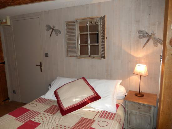 Chambres d'hotes Au Bois Normand : camera piano terra