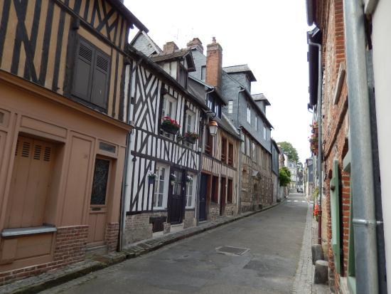Chambres d'hotes Au Bois Normand : strada dell'hotel