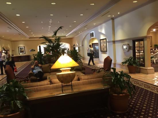 Garden Court Restaurant at The Scottsdale Plaza Resort: Nice little cafe.