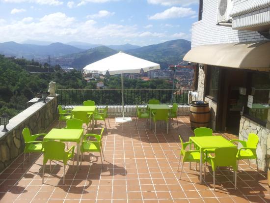 Hotel artxanda desde bilbao espa a for Piscinas de artxanda