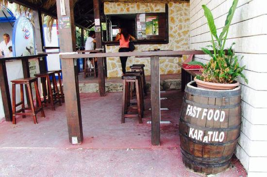 "Necujam, Kroatië: The picture shows the main entrance to the our fast food ""Karatilo"""