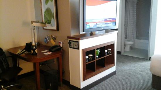 Hyatt Place Greensboro: TV swivels to turn towards sitting area or bed- Glass glasses only provided