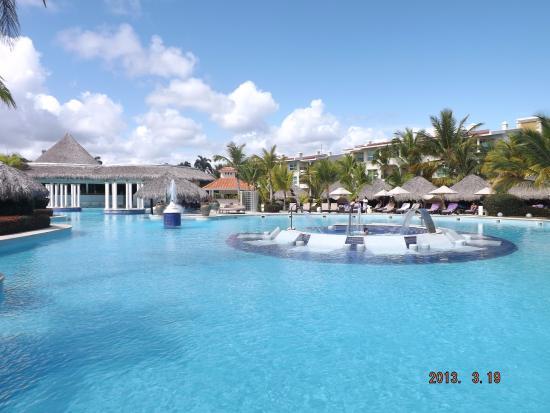Melia Caribe Tropical Lobby Bar