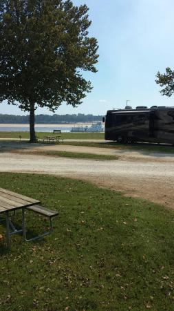 Tom Sawyer's RV Park: Watching the barges go by from our camper.