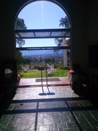 Hosteria ACA: Vista desde el interior del lobby