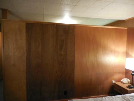 Forge Motel: divider wall