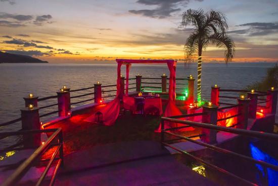 Le Kliff: Romantic dinner setting