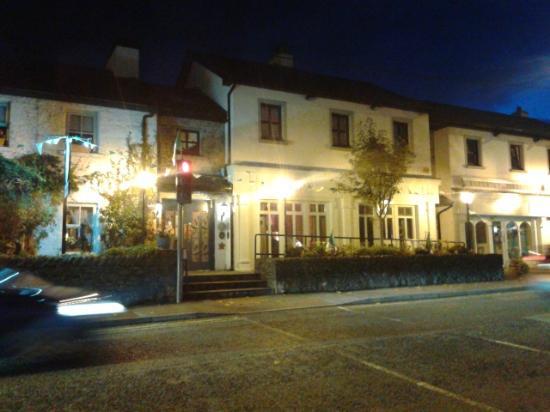 White Gables Restaurant : Evening shot of the restaurant.