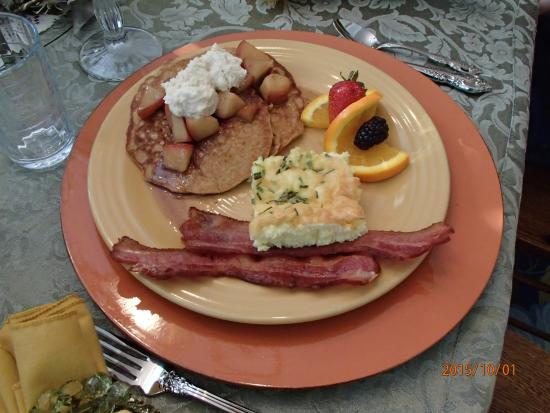 Serendipity Ranch Bed and Breakfast: Lovely breakfast