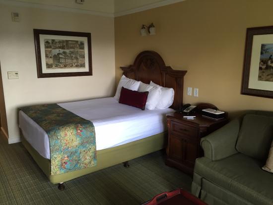 シックで落ち着いた客室 Picture Of Disney S Saratoga Springs Resort