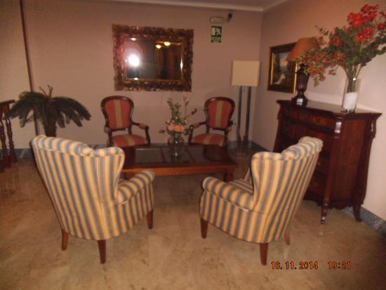 Hotel Restaurante Marino: hall en pasillo habitaciones