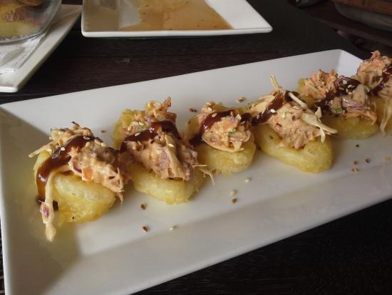 Tuoro Restaurant & Cafe: Calamari with tuna coleslaw