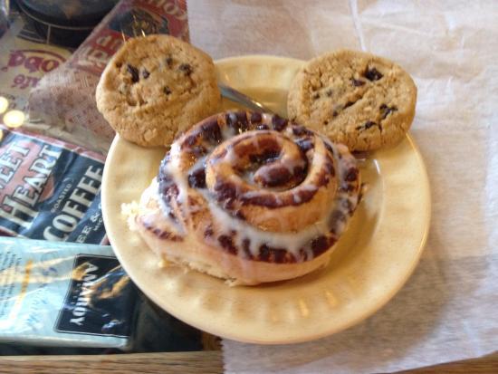 Cedarville, Ohio: Cinnamon Roll & cookies!