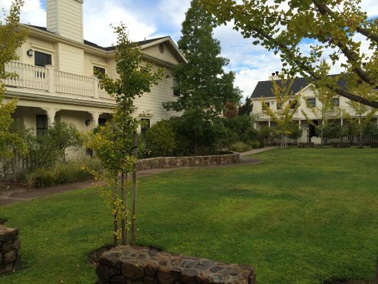 Macarthur Place Sonoma S Historic Inn Spa Hotel Grounds
