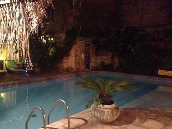 Pousada Porto Verde : área da piscina à noite