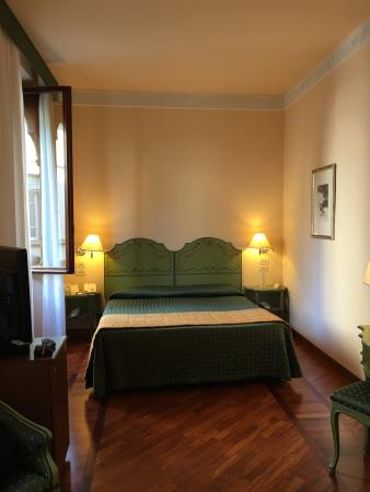 Pierre Hotel Florence: Hotel room is great!