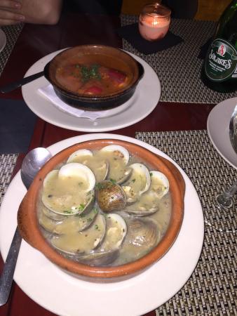 Bon Picat Restaurant : Almejas Bon Picat y los piquillo relleno de Bacalao y salsa a la vizcaina