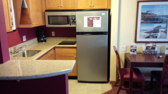 Residence Inn Newport / Middletown: Kitchenette