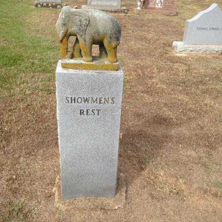 Showman's Rest and Bull Rider's Reprieve : Showmans Rest