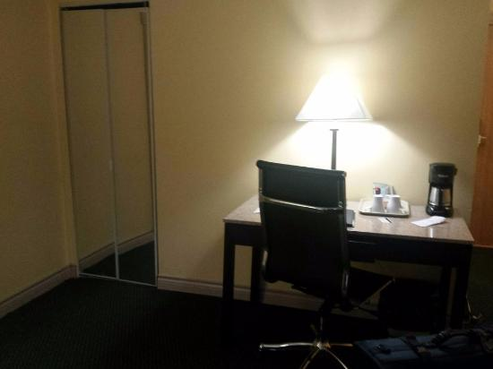 Pacific Inn Resort and Conference Centre: room2