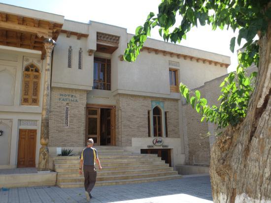 Fatima & Ibragim Hotel: Hotel Entrance