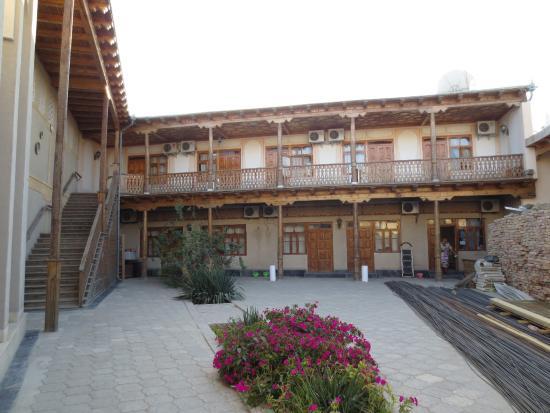 Fatima & Ibragim Hotel: Courtyard