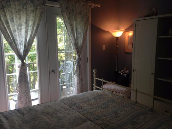 La Chaumiere de l' Anse: my sweet room's window and balcony