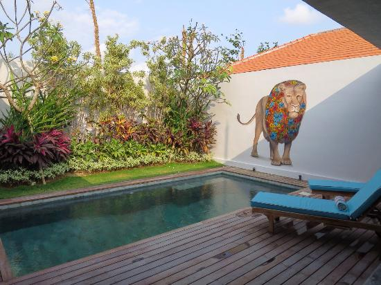 4Quarters Bali: Pool area with jacuzzi