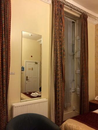 Marble Arch - Gloucester Place Hotel: Gloucester Place