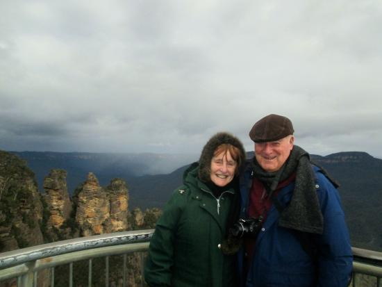 Echo Point Village: Maggie & Brian at echo point lookout