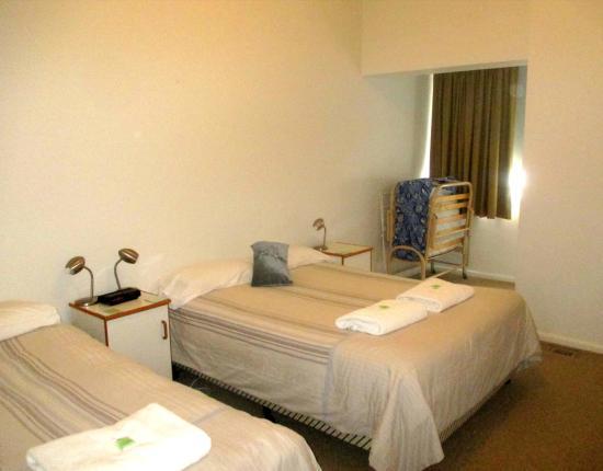Echo Point Village: main bedroom