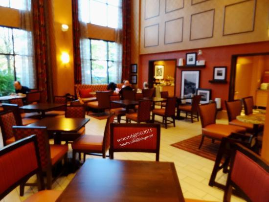 Hampton Inn & Suites Langley Surrey : Nice area to meet someone