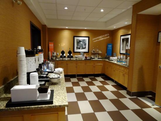 Hampton Inn & Suites Langley Surrey : As Always Nice Breakfast Bar