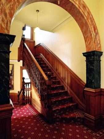 Braemar on Parliament Street B&B Auckland: Stairs up to top floor guest rooms.