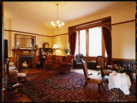 Braemar on Parliament Street B&B Auckland: Relax in the grand front room