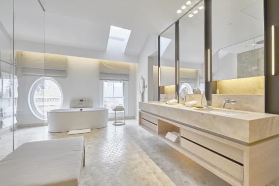 COMO The Treasury –Studio Suite Bathroom